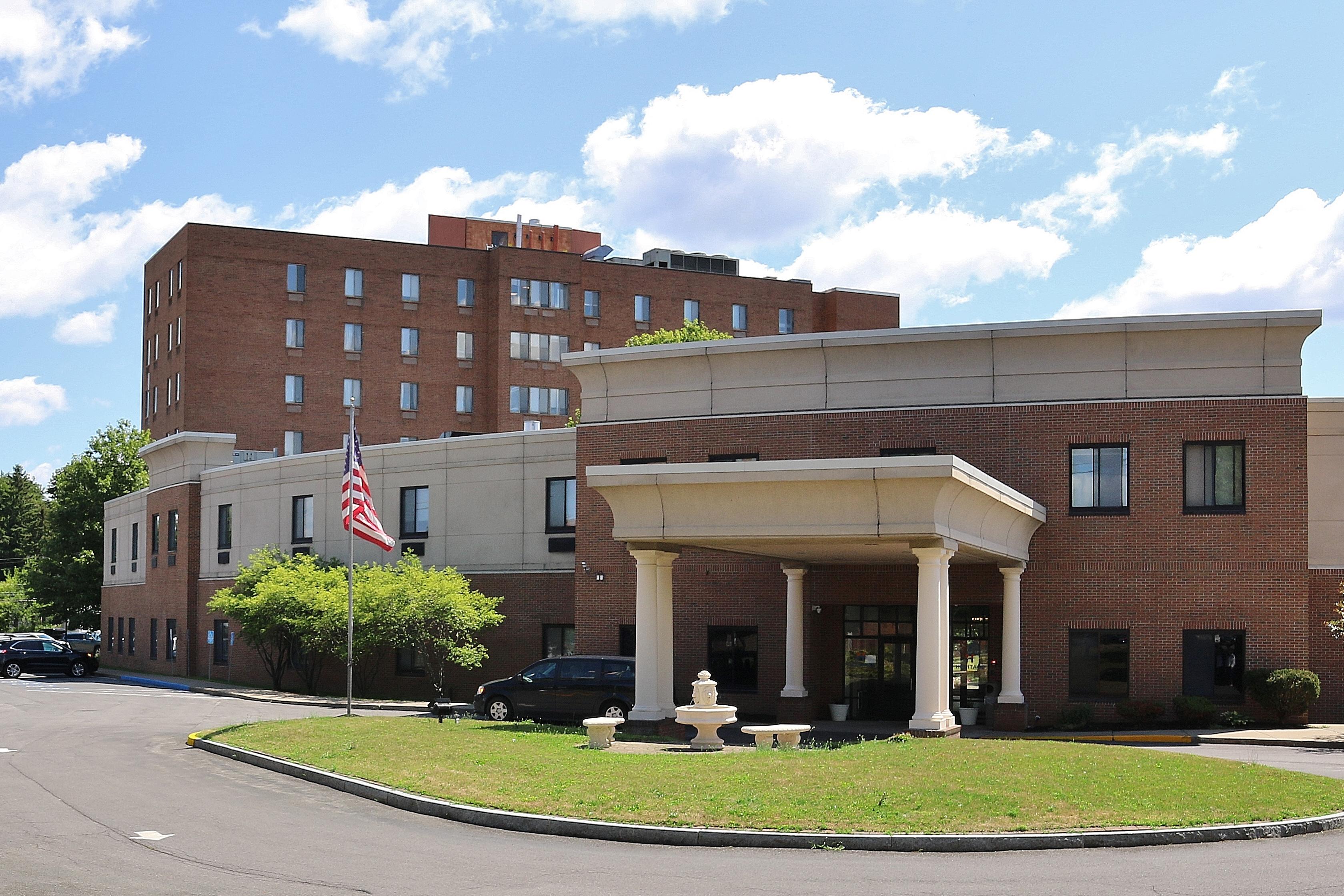 The Grand Rehabilitation and Nursing at <span>Utica</span>